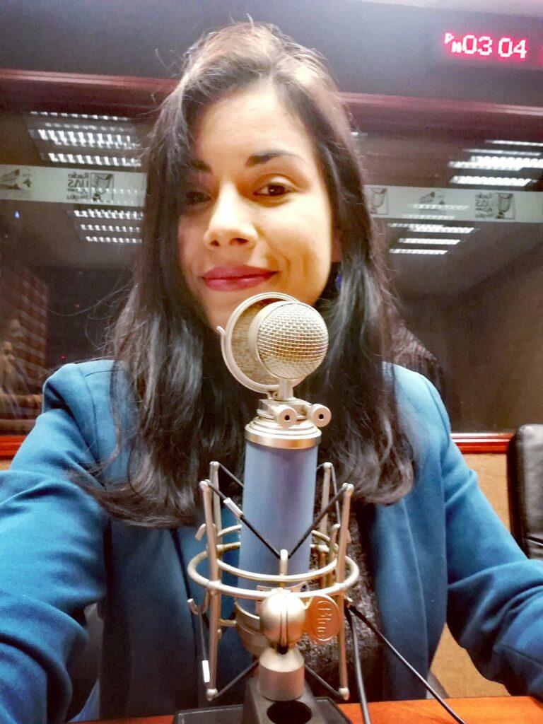 Así funcionan los podcast: Diana Tamayo grabando Tomato Talent Mx