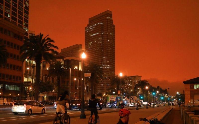 San Francisco con cielo rojo