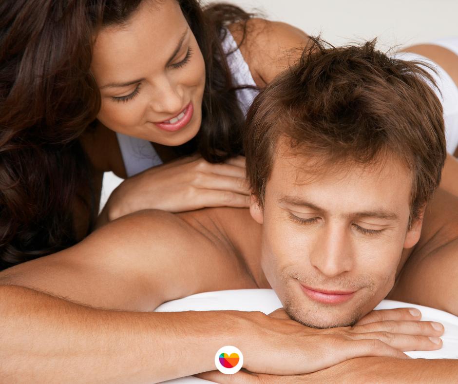 Cambia la rutina con masajes, hay aceites afrodisíacos.