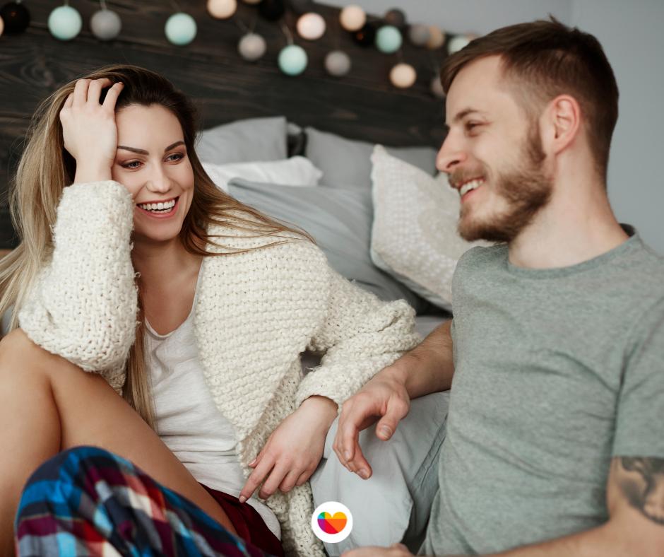 La comunicación de pareja es lo principal antes de explorar con juguetes sexuales.